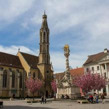 A Kecske-templom és a Szentháromság-szobor